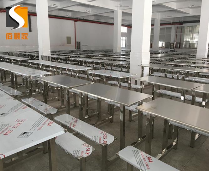 贵阳某学校不锈钢餐桌椅